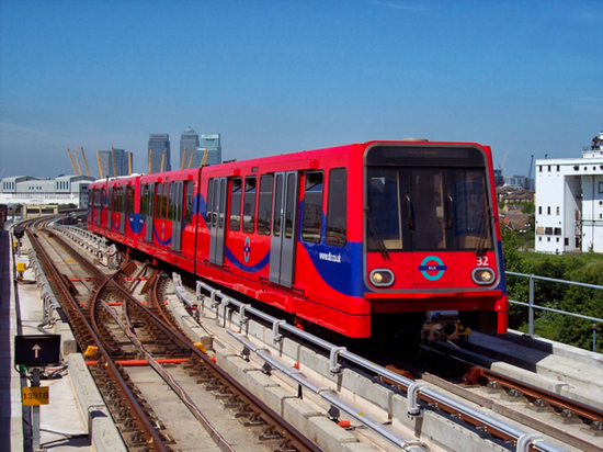 DLR train by tubeuserstravels.png